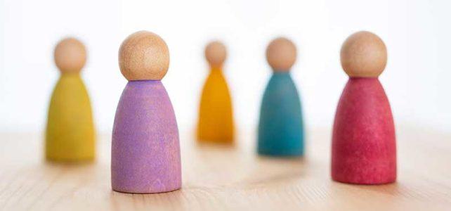 Gruppen und Seminare symbolisiert mit Figuren